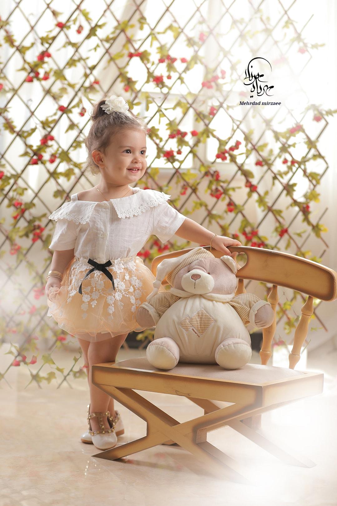 ژست عکاسی با عروسک / ژست عکس با عروسک /آتلیه کودک در کرج/ آتلیه کودک/تم عکس کودک/