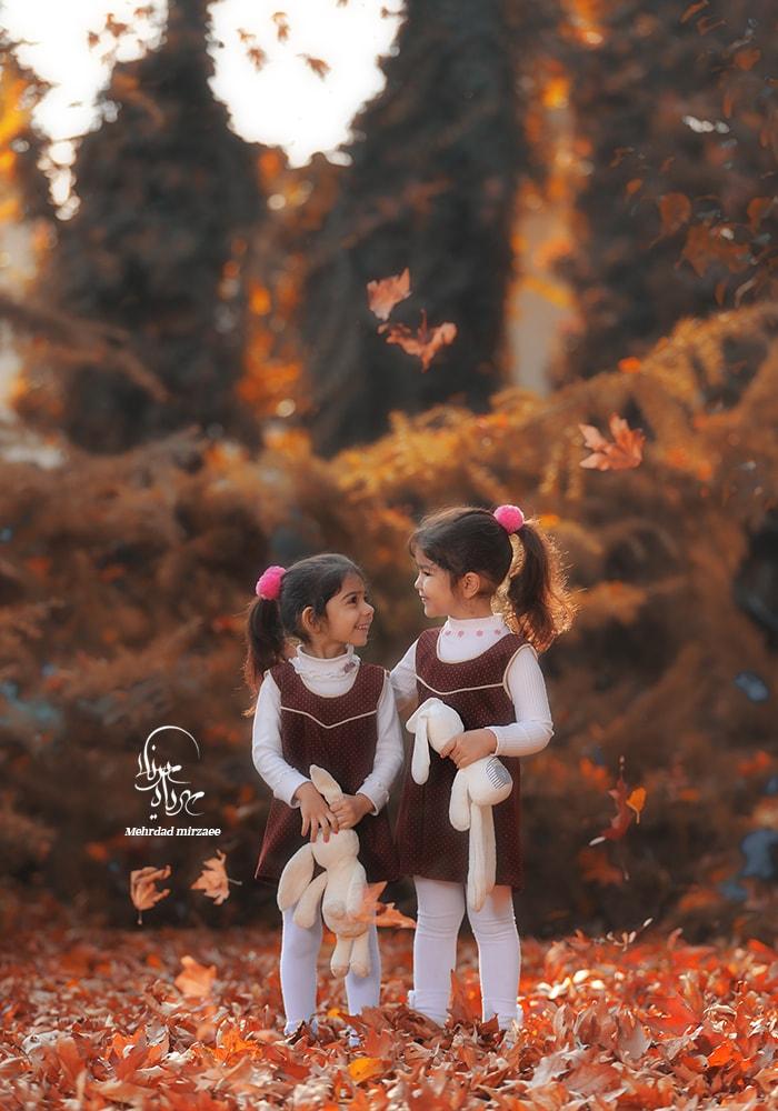 عکاسی فضای باز / فضای باز عکس پاییزی کودک/ ژست عکس پاییزی کودکانه/ آتلیه کودک در کرج / آتلیه تخصصی کودک در کرج جهنشهر