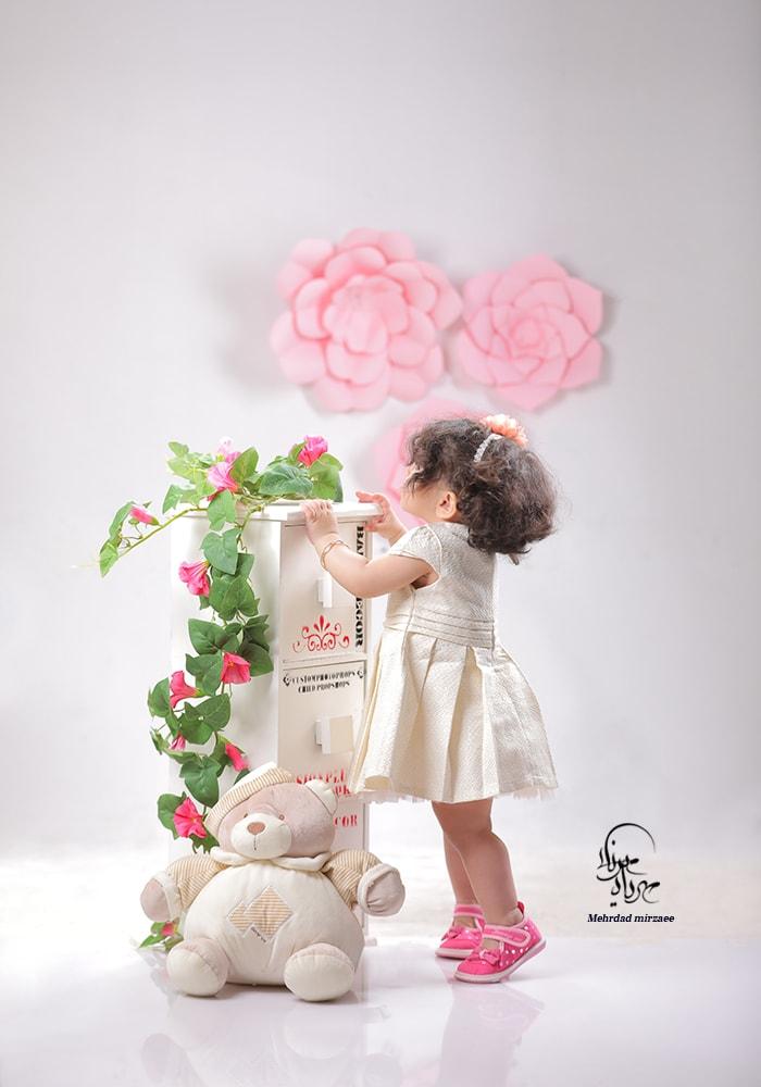 آتلیه ژست عکس دختر بچه /آتلیه کودک / آتلیه کودک در کرج /آتلیه کودک کرج/آتلیه کودک در کرج جهانشهر /